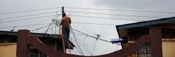 Stromversorgung, Stromleitung in Lagos, Nigeria, powercuts