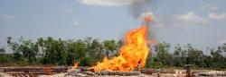 Im Nigerdelta in Nigeria wird Gas abgefackelt.